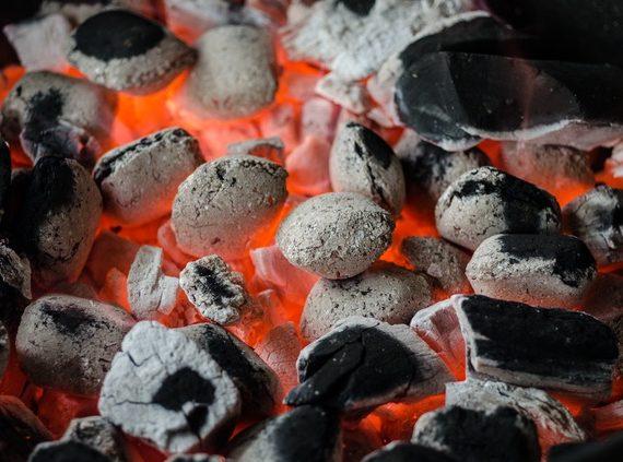 BBQ vištos sparneliai ant griliaus
