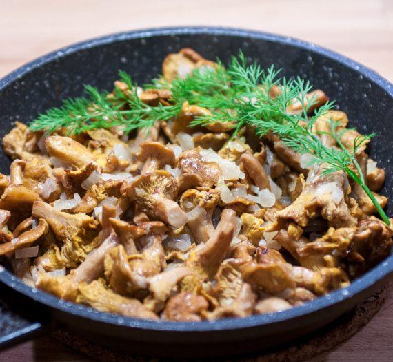 Senoji bulvių sriuba su keptomis voveraitėmis