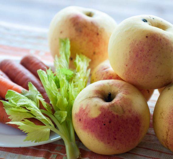 Šildanti morkų ir obuolių sriuba