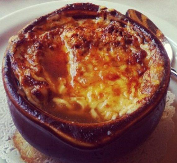 Prancūziška svogūnų sriuba