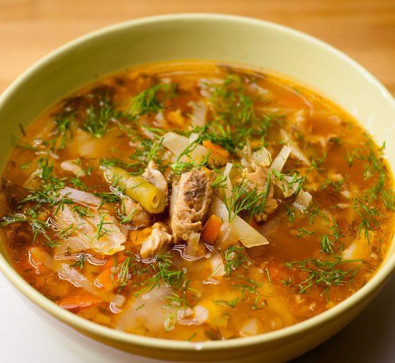 Daržovių sriuba su šonkaulių mėsa