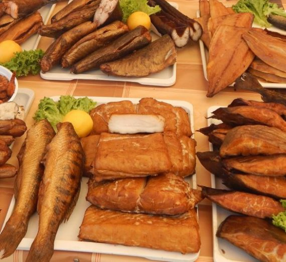 Rūkytos žuvies ir ryžių mišrainė